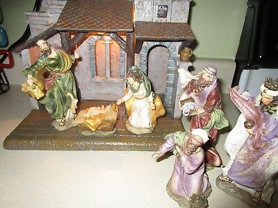 Lighted Creche Stable & Fontanini Nativity Set Figurines