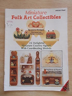 Miniature Folk Art Collectibles~Plaid #8328~22 Country Figures with Shelves~