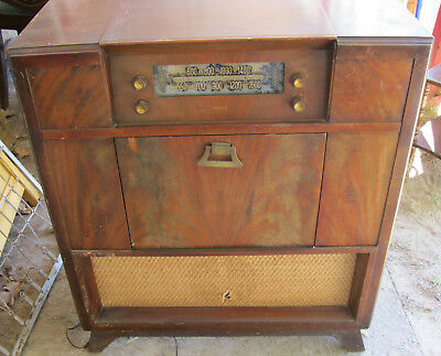 1948 Philco 48-1282 AM Radio with Record Player