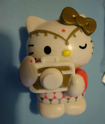 Hello Kitty Figur Collectable with Candy & Tung Toos  4,5 cm groß von Sanrio
