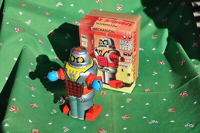 Mechanical Sparring Robot - new in Box - old