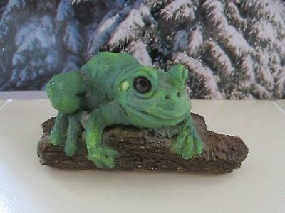 Vintage Stone Critter Tree Frog on Stump Detailed Out of Print Figure USA SC-293