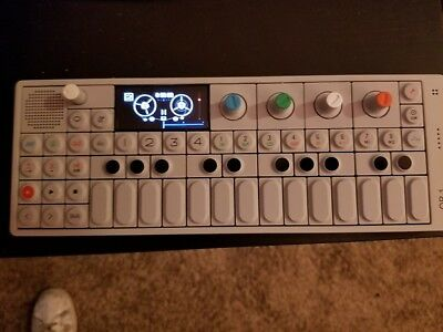 Teenage Engineering OP-1 / Mobiler Synth