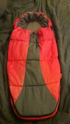 Phil & Teds Snuggle and Snooze Sleeping Bag Cosy Toes Red and Grey