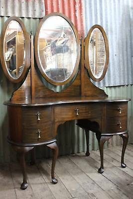 A Classical Winged Mirror Kidney Shaped Dressing Table with 5 Drawers