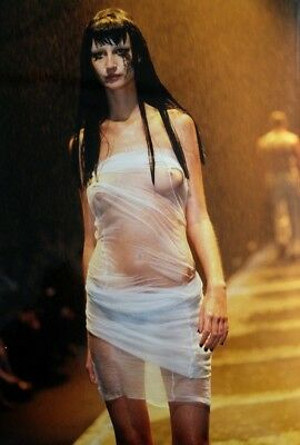 Photographie De Alexis Duclos / Gamma / Collection Alexander Mcqueen 1997 (14)