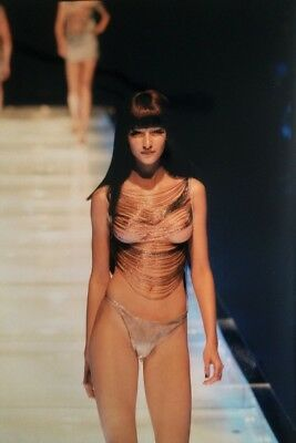 Photographie De Andy Hall / Gamma / Collection Alexander Mcqueen 1997 (13)