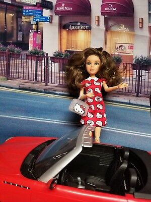 Liv doll spinmaster Hello Kitty Hello  Tokyo ( car not included )