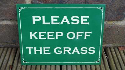 Vintage Enamel Style Metal Green 'Keep off the Grass' Sign / Plaque 15x20cm