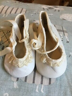 """Antique Vintage Leather Baby Shoes. Off White. 4"""" 10cm Long Suit Doll"""