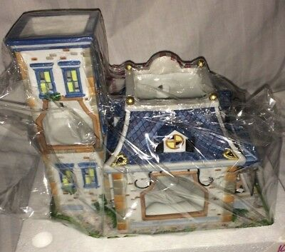 MIB  PARTYLITE P8198  Olde World Village Toy Shoppe  TEALIGHT HOUSE Rare