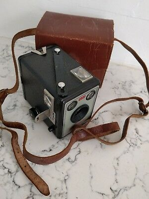 Brownie Flash II (2) Camera Kodak flash AUSTRALASIA MELBOURNE 1960 LEATHER CASE
