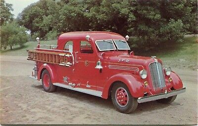(#552) 1939 Seagrave Sedan Pumper Fire Engine Truck 1980s AV Postcard