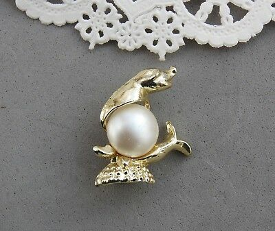 """Jelly Belly Seal Pin Brooch Faux Glass Pearl Gold Tone 1"""" Vintage Marine Animal"""