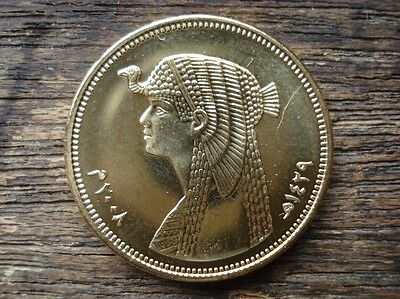 50 Piasters Egyptian Coin Ancient Queen Cleopatra Pharaoh Theme
