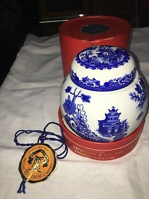 Collectable London Twinings England Tea, Blue Willow Jar empty by Raul Coldon