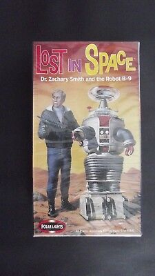 LOST IN SPACE. 1999 DR. Zachary Smith and the Robot B-9 Model 5019 Polar LIghts