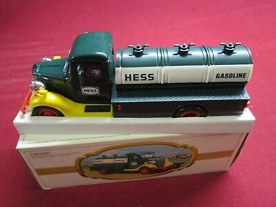 1982/83 THE FIRST HESS TRUCK MINT with BLACK SWITCH.