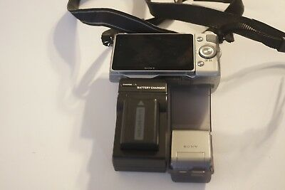 Excellent Sony Alpha NEX-5R 16MP Digital Camera Silver (Body Only)flash charger