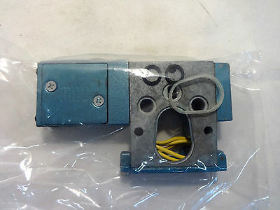 New Not In Box Mac 180029-18-111D Pneumatic Solenoid Valve 110/120 V Coil