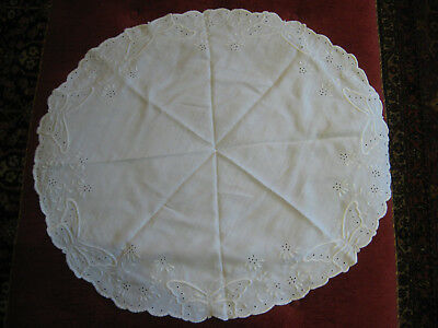 """BEAUTIFUL Antique White  31"""" ROUND TABLECLOTH  Butterflies and flowers"""