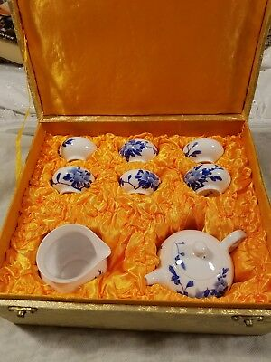 Chinese tea set, porcelain china from Hong Kong, 8 pieces with case