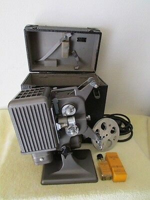 Vintage KODASCOPE EIGHT MODEL 70 PROJECTOR With REEL & Oil Working