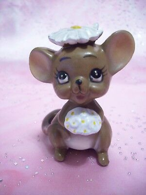 VTG Josef Original Daisy Bride Mouse Around the House Holds Bouquet Figurine
