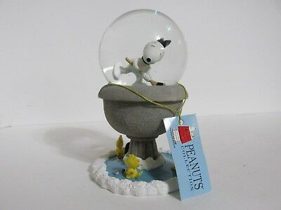 Snoopy Peanuts Charlie Brown Westland Giftware Snow Globe Figure Figurine 2000
