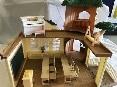 Sylvanian Families Country Tree School With Furniture And Piano