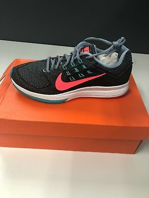 finest selection f2578 fa7f3 NIKE Women s Air Zoom Structure 18 Running Shoe Size 9.5