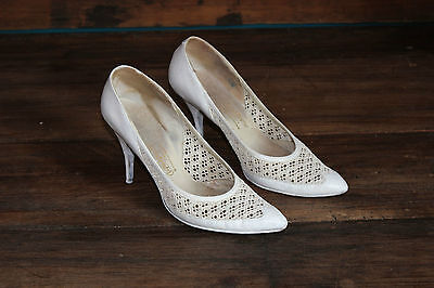 Antique pair of shoes woman heels At the foot cute Paris - Dentelle leather