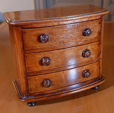 Old miniature of a wooden drawers chest. R1780303