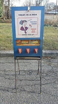 Vintage Coin Operated Treat in a Box 10 cents Candy Vending Machine Op NO KEYS