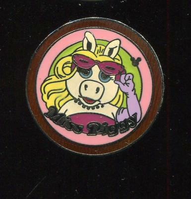 DLR Cast Lanyard Series 4 Muppets Collection Miss Piggy Disney Pin 44528