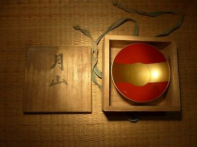 JAPANESE RED and GOLD LACQUERED SAKI BOWL SAMURAI MON CREST BADGE CALLIGRAPHY