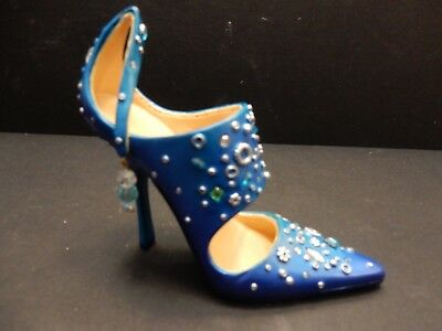 Just the Right Shoe by RAINE LORRAINE VAIL  2009 GALAXY