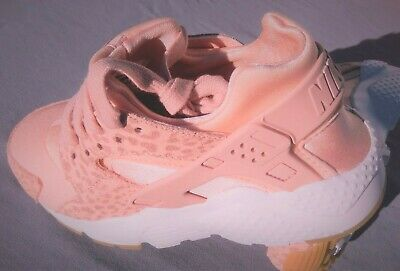Nike Huarache Run Se (Gs)  Sizes 3.5Y-6Y Coral Stardust / Rust Pink 904538-603