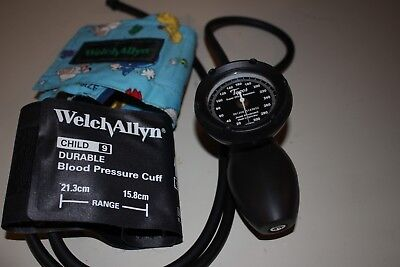 Welch Allyn Platinum Series DS58 Hand Aneroid Sphygmomanometer With Two Cuffs