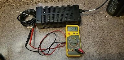 Motorola HPN4001B AE210-3101 mobile radio power supply 120 VAC, 14.1 VDC 8-15 A