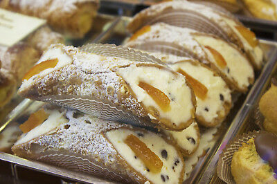 CANNOLI.UK Italian pastries Keyword Domain - Brandable
