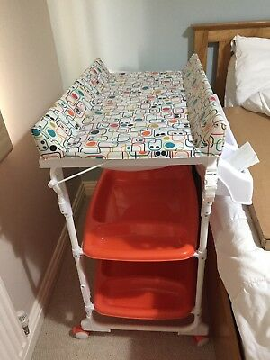 Kiddie Care Changing Table with Bath and Storage – Excellent Condition