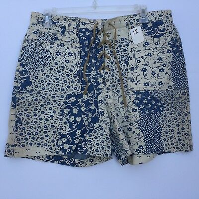 Womens Shorts GLoria Vanderbilt Front Lace Size 12 White and Blue Floral Pattern