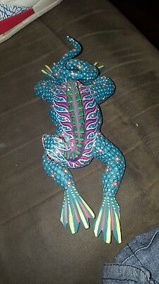 Oaxacan wood carving Ivan Fuentes Lizard
