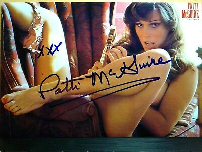 Patti McGuire Hand Signed 4X6 Photo - Playmate of the Year 1977 - PLAYBOY