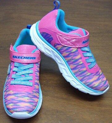 Skechers Toddler Girls Athletic Sneaks......size: 13....... Excellent Condition
