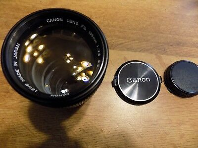 Canon FD 135mm Zoom #71039 1:25 SC lens in case with covers
