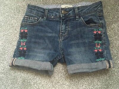 Fat face Girls Denim Embroidered Shorts 6-7 Gorgeous