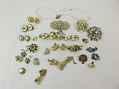 Job Lot of Assorted Pieces of Vintage Jewellery
