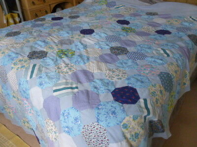Vintage style pretty handmade patchwork pieces fabric quilt bedcover throw